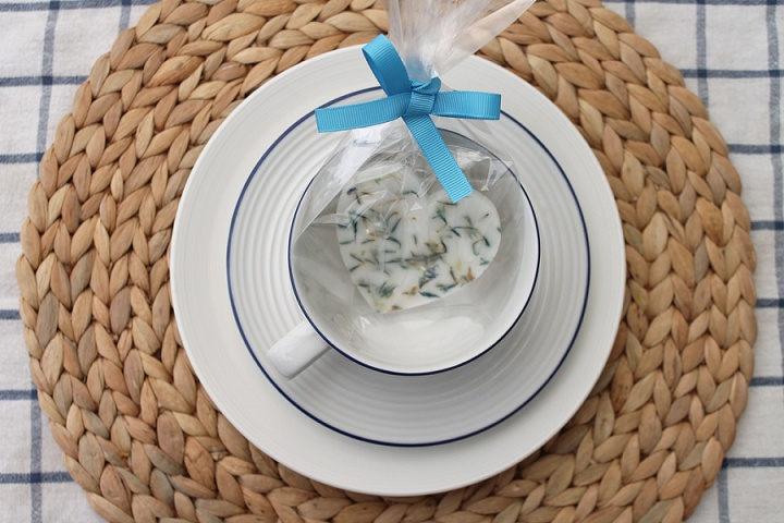 Picture Of all natural diy herb favors as wedding favors  7