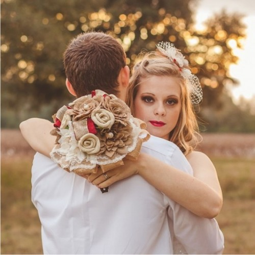a simple burlap and red ribbon wedding bouquet with a burlap and lace wrap is a lovely and bold idea