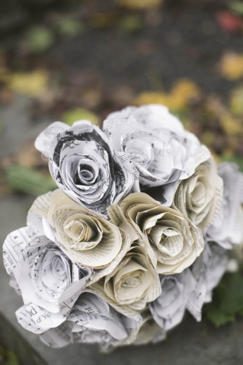 a creative wedding bouquet of flowers made of note paper is a very cool and fun idea for summer
