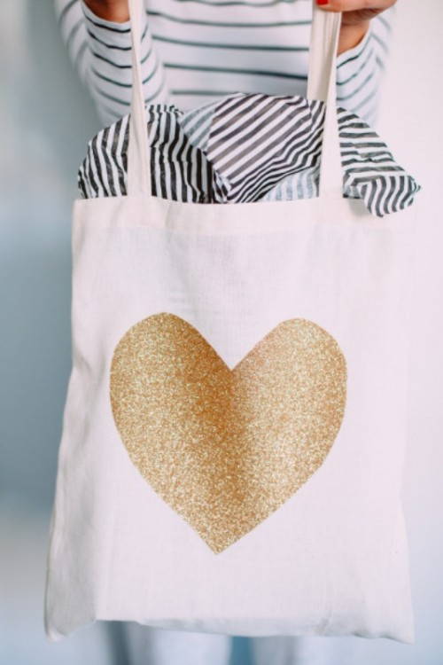 Amazing Diy Tote Bag Filled With Goodies For Your Bridesmaids