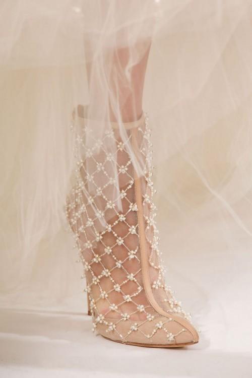 42f9ef2e269 36 Amazing Spring Wedding Shoes To Die For - Weddingomania - us226