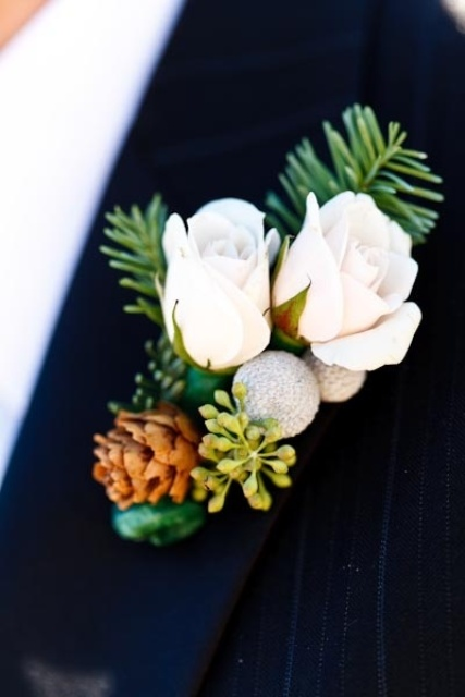 29 Amazing Winter Wedding Boutonnieres