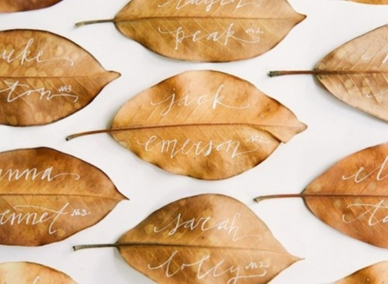 dried amber leaves as escort cards are an easy and budget friendly idea for a fall wedding
