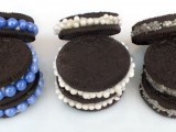 awesome-diy-decorated-oreo-cookie-favors-for-wedding-guests-3