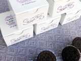 awesome-diy-decorated-oreo-cookie-favors-for-wedding-guests-4