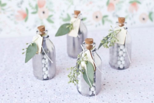 silver mirrored glass favor jars (via weddingomania)