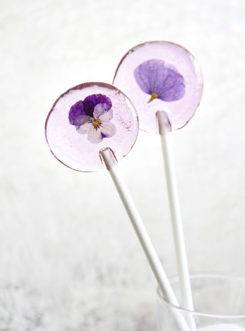 spring flower lollipops (via sprinklebakes)