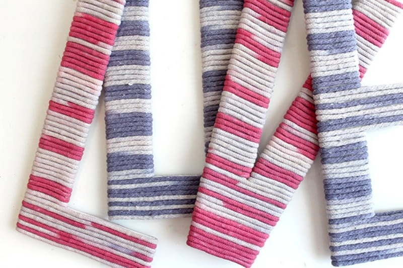 Awesome Diy Yarn Wrapped Love Letters For Your Wedding Reception Decor
