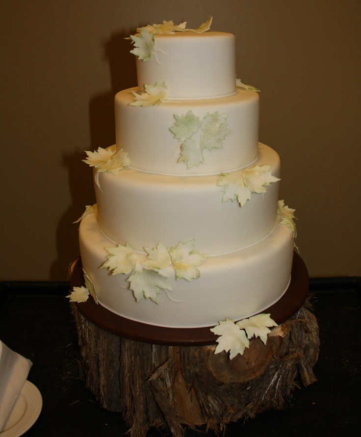 a white fall wedding cake decorated with neutral sugar leaves is a very stylish and non typical idea for a fall wedding