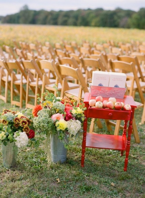 wedding fall decorations 36 awesome outdoor d 233 cor fall wedding ideas weddingomania 9450