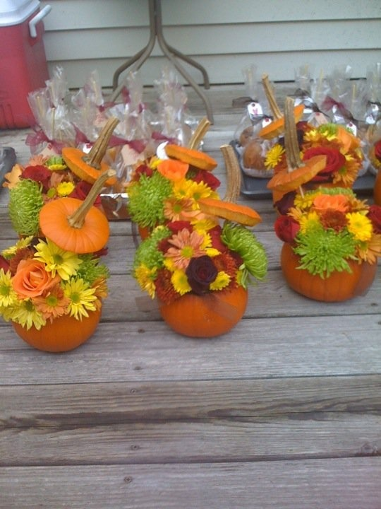 Picture of awesome outdoor fall wedding decor ideas for Pictures of fall decorations for outdoors