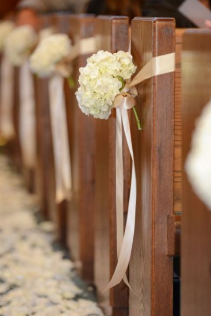 Picture Of awesome ways to incorporate hydrangeas into your wedding decor  12