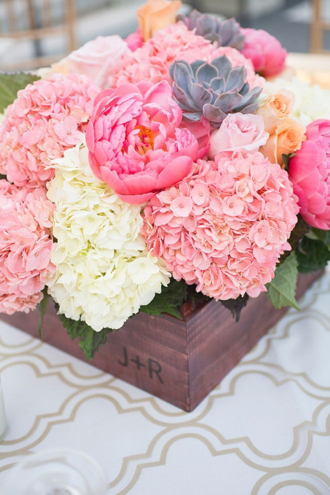 Picture Of awesome ways to incorporate hydrangeas into your wedding decor  17