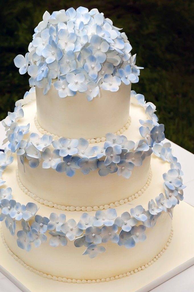 Picture Of awesome ways to incorporate hydrangeas into your wedding decor  21