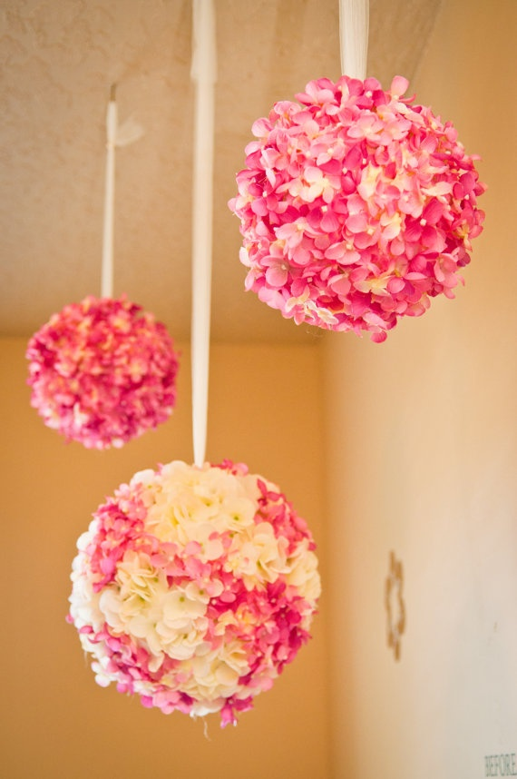 Picture Of awesome ways to incorporate hydrangeas into your wedding decor  27