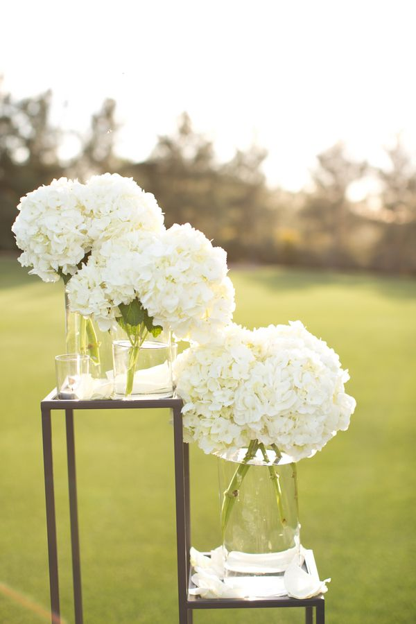 Picture Of awesome ways to incorporate hydrangeas into your wedding decor  9