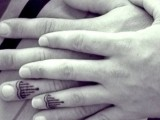 Various symbolic patterns and looks can be tattooed on your fingers as wedding bands