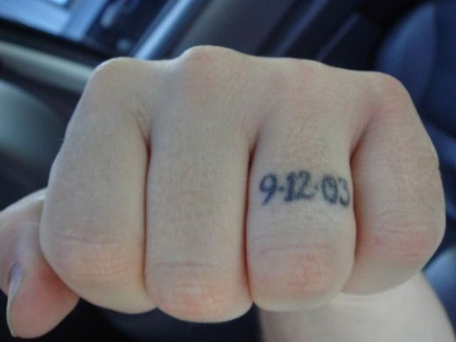 Tattoo your wedding date on your finger to make it memorable forever