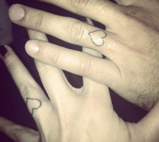 Ring finger matching hearts tattoos look chic and not too eye catchy