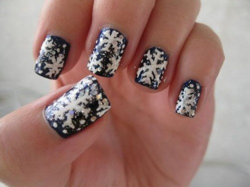 a black and white snowflake and glitter manicure is a creative and bold idea for a winter wedding