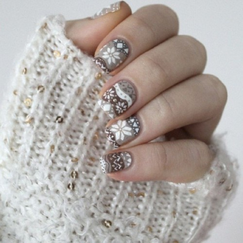 white, grey, tan and brown nails with various Scandinavian patterns showing off snowflakes are amazing for a cozy touch