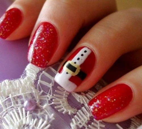 red glitter nails and an accent Santa-inspired nail are perfect for winter or Christmas and will make your look very bright