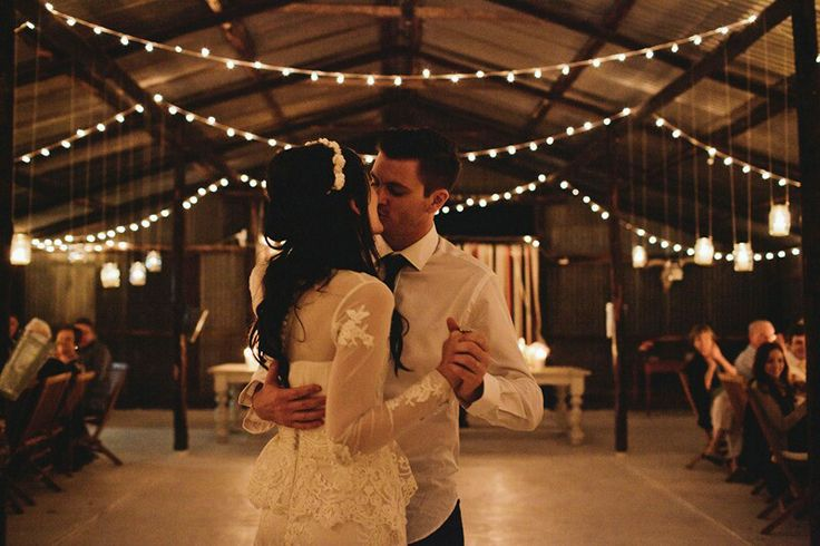 44 romantic barn wedding lights ideas weddingomania