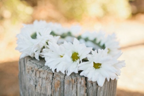 Beautiful And Easy DIY Daisy Chain Floral Crown