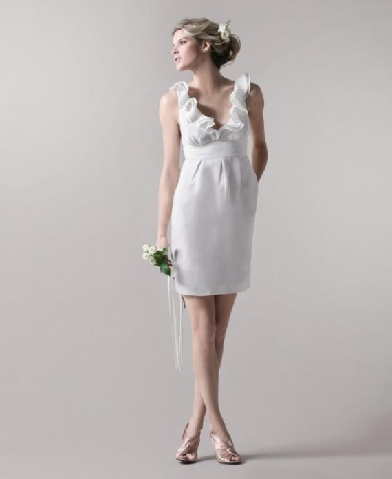 a simple and romantic short wedding dress with a ruffle neckline, no sleeves is a very chic and casual idea for a beach