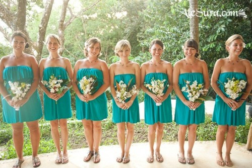 turquoise strapless over the knee dresses for bridesmaids will add a bright touch to your wedding