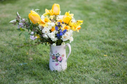 11 Beautiful DIY Floral Centerpieces For A Spring Wedding