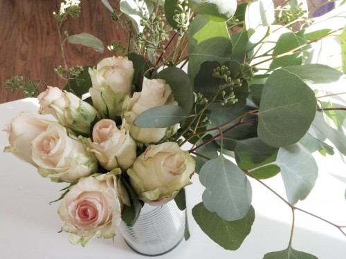 garden roses centerpiece (via averystreetdesign)