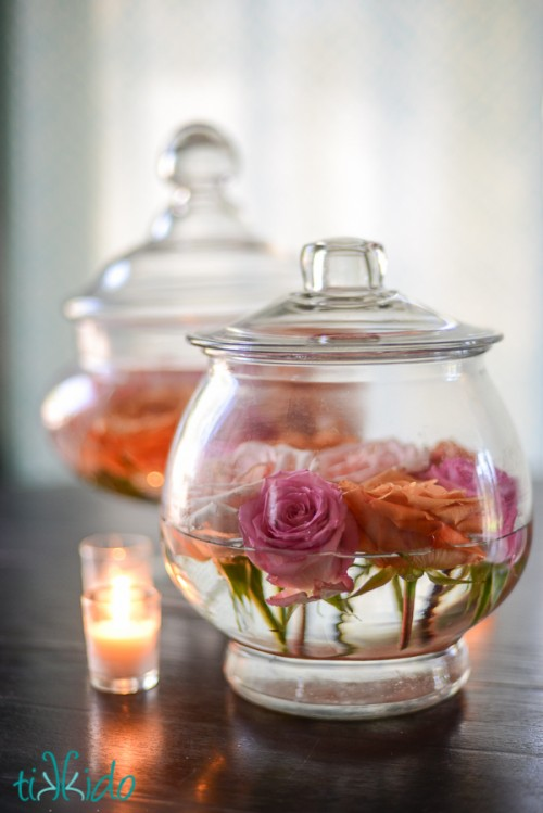 easy floating roses centerpiece (via weddingomania)