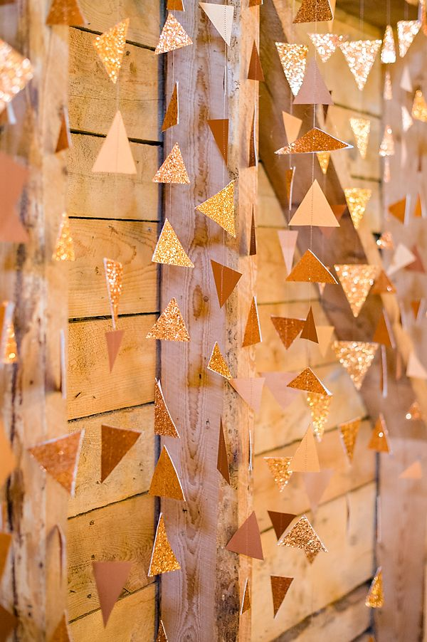 a shiny gold glitter triangle wedding backdrop is a lovely idea for a fall wedding, they can be rocked for all other seasons, too