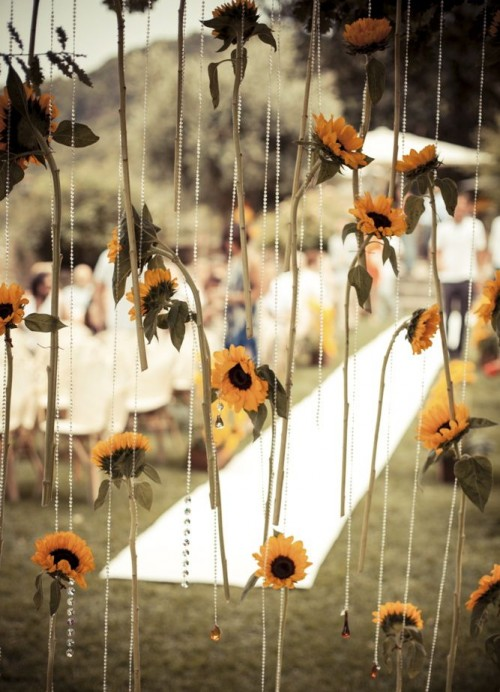 Beautiful Fall Wedding Backdrop To Get Inspired