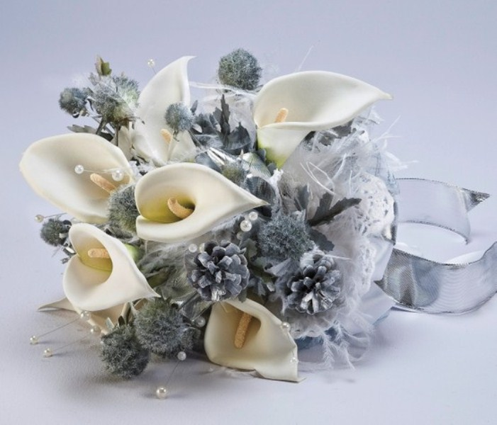 Winter Wedding Flower Bouquets: Picture Of A Pale Winter Wedding Bouquet With White Callas