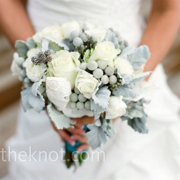 67 beautiful winter wedding bouquets weddingomania beautiful winter wedding bouquets junglespirit Image collections