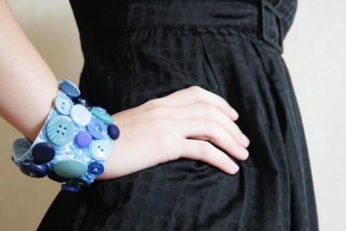 button cuff bracelet (via shelterness)