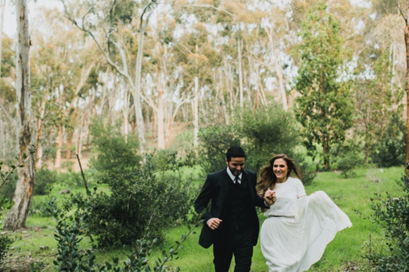 Picture Of bright and modern garden wedding inspiration  16