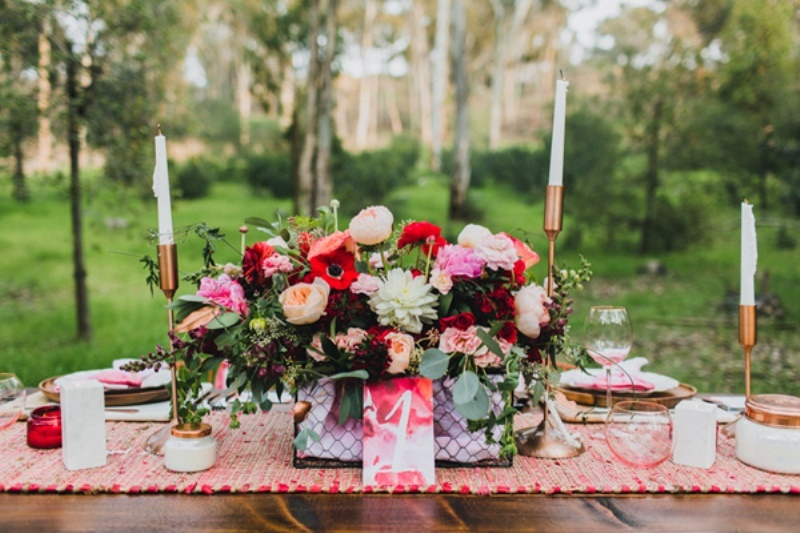 Picture Of bright and modern garden wedding inspiration  5
