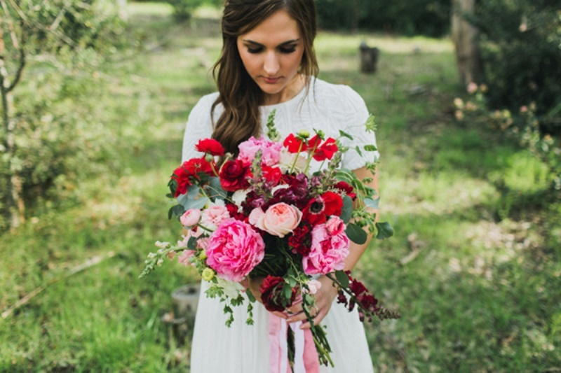 Picture Of bright and modern garden wedding inspiration  6