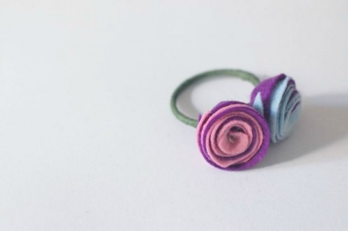 Charming DIY Felt Rose Napkin Rings To Make
