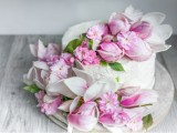 charming-diy-magnolia-wedding-cake-to-bake-yourself-1