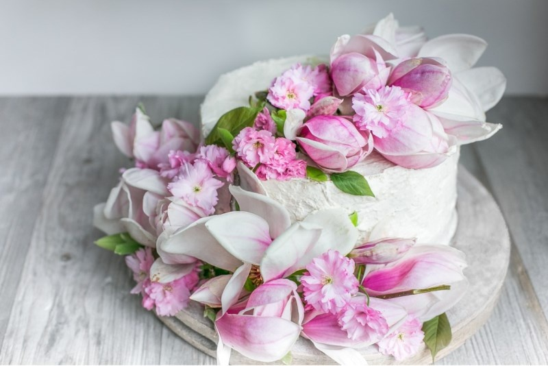 Picture Of charming diy magnolia wedding cake to bake yourself  1