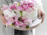charming-diy-magnolia-wedding-cake-to-bake-yourself-2