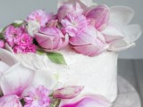 charming-diy-magnolia-wedding-cake-to-bake-yourself-3