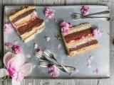charming-diy-magnolia-wedding-cake-to-bake-yourself-4