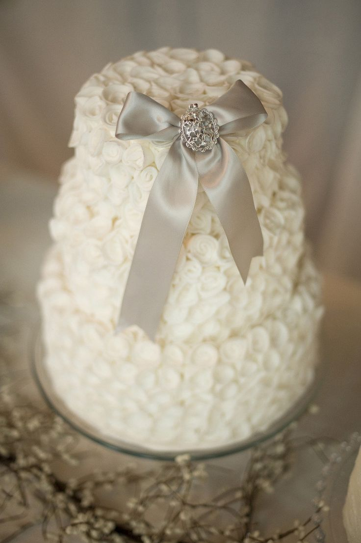 a winter bridal shower cake topped with an elegant sparkling bow is a chic idea with a classic feel