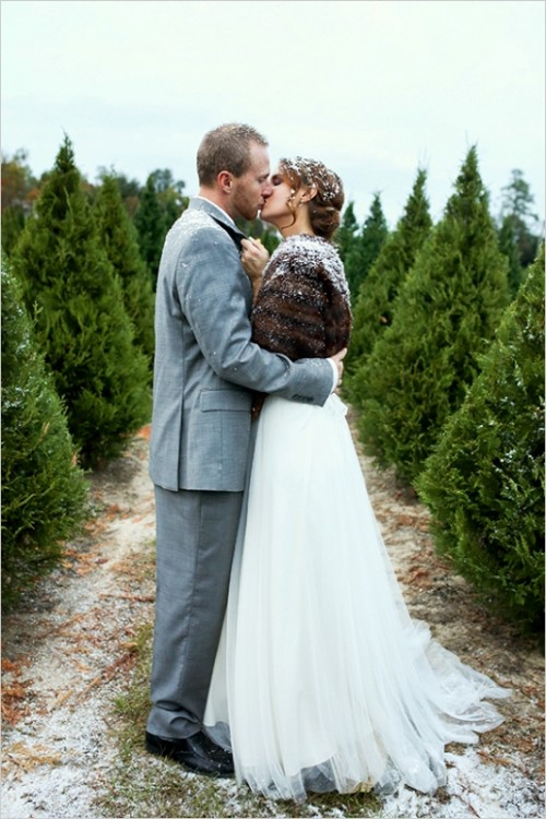 Charmingly Beautiful Snowy Holiday Wedding Inspiration