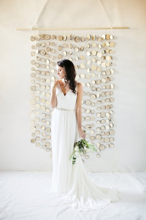 Chic And Original DIY Branch Slice Wedding Backdrop